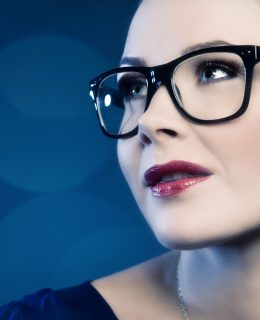 Woman in wayfarer-glasses