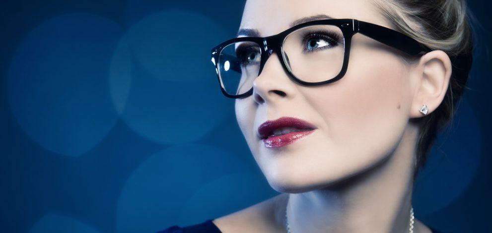 Woman in wayfarer-glasses