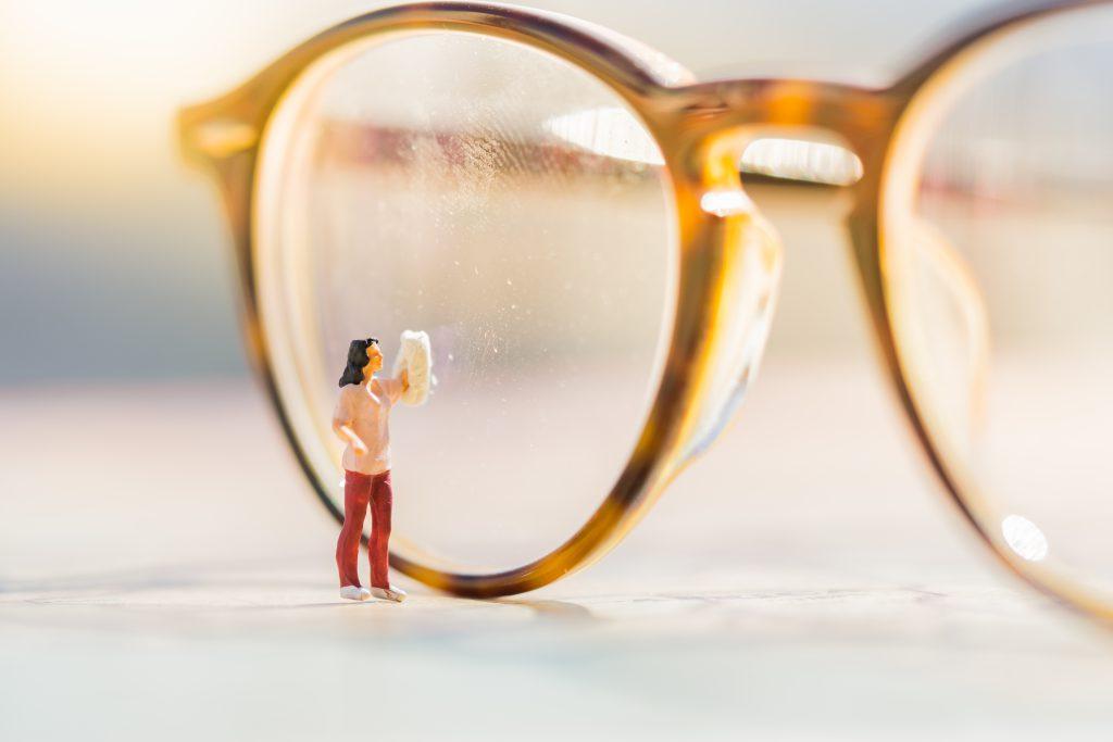 Brillen Probleme - schmierige Brille