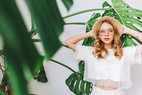 Die perfekten Outfits zu den aktuellen Sonnenbrillentrends 2018